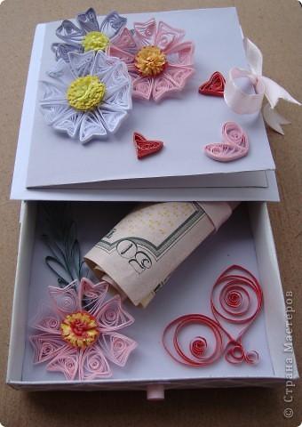 Эта коробочка сделана буквально за 3-4 часа. Меня накануне пригласили на свадьбу , а я уже давно заглядывалась на эти чудные коробочки, вот и сделала. Молодоженам очень понравилось, такого еще не видали )))). фото 1