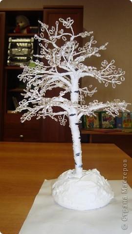 Эти деревья мы выполняем все вместе: и мальчики, и девочки. Отдельно плетем веточки, а потом один собирает. фото 2
