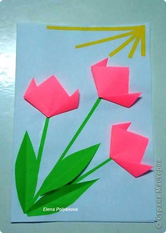 В первом классе, где я веду занятия по оригами планировался классный час для поздравления бабушек и дедушек с днем пожилого человека, вот и попросили меня сделать с детьми что-то в подарок родным и любимым. Так как занятия только начались и еще не все дети хорошо справляются даже с простыми сгибами, я придумала вот такую открытку, совмещающую оригами и объемную аппликацию. фото 1