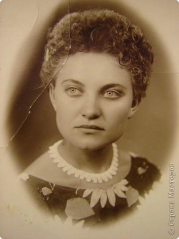 Это портрет Маргариты Григорьевны - лучшей подруги моей бабушки - в возрасте 22-х лет. Она изображена здесь в английском придворном костюме первой половины 16-го века. фото 5