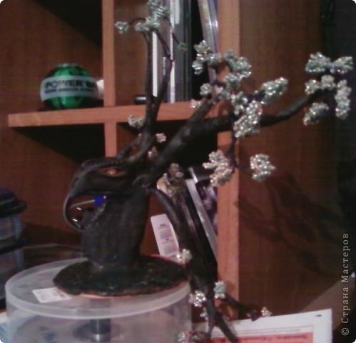 Изначально я планировала сделать дерево, но во время творчества пришла идея сделать необычный ствол в виде дракона. фото 1