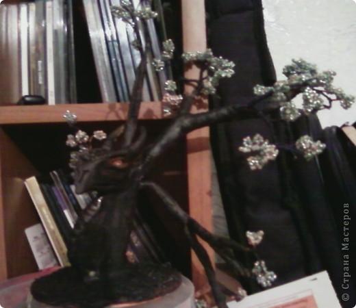 Изначально я планировала сделать дерево, но во время творчества пришла идея сделать необычный ствол в виде дракона. фото 2