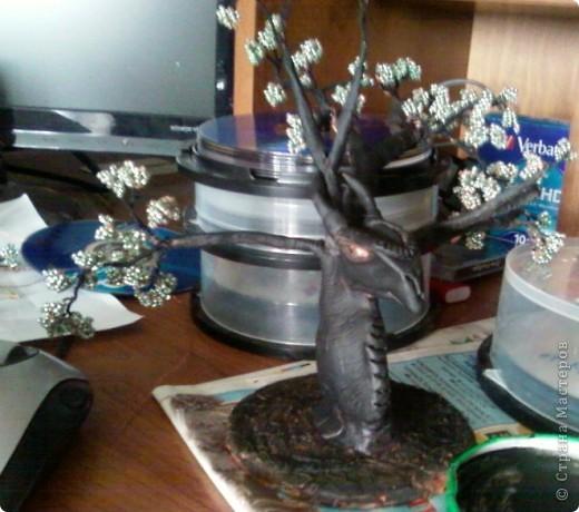 Изначально я планировала сделать дерево, но во время творчества пришла идея сделать необычный ствол в виде дракона. фото 3