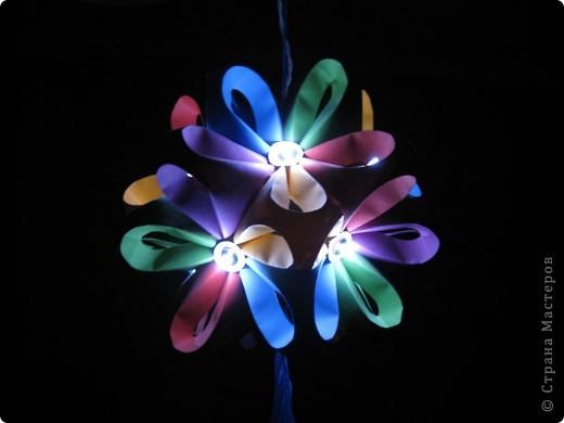 Вот такой ночник я придумала для детей из полюбившегося многим шара.   Фото при выключенном свете.  фото 1