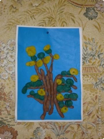 """Изучали на уроке TREE, катали колбаски и отщипывали кусочки пластилина. Это деревце я налепила в процессе объяснения:)   Каюсь, не занесла сразу в ИЗБРАННОЕ то волшебное дерево с фиолетовым стволом, которое меня вдохновило (очень понравился ствол из колбасок), поэтому не могу тут воздать должную хвалу автору:( кстати, почему-то не могу сегодня найти поле """"поиск"""" на сайте!.. фото 3"""