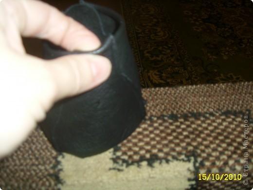 Затем аккуратно подгибаем верхнюю часть ботиночка и подклеиваем ее во внутрь. Чтоб верх смотрелся красиво. фото 1
