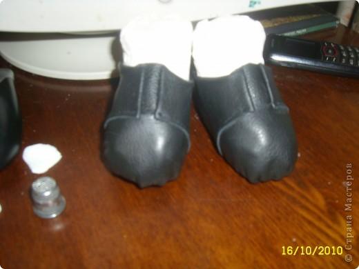 Затем аккуратно подгибаем верхнюю часть ботиночка и подклеиваем ее во внутрь. Чтоб верх смотрелся красиво. фото 7