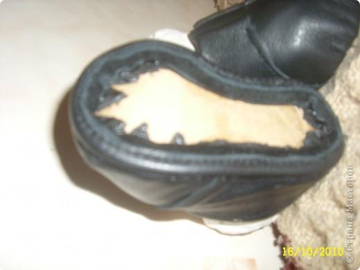 Затем аккуратно подгибаем верхнюю часть ботиночка и подклеиваем ее во внутрь. Чтоб верх смотрелся красиво. фото 13