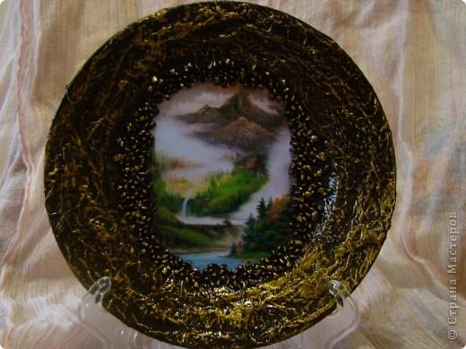 вот такую вазу я решила сделать для своей подруги на день рождение. Ваза из прозрачного стекла, грунтовка, распечатала картинку, по краю картинки приклеила яичную скорлупу, чтобы было не видно края распечатки фото 4