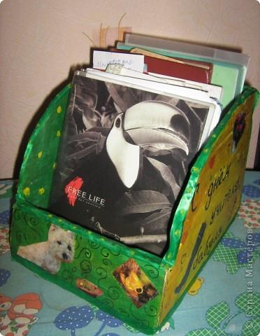 Такую полочку для настольных книг  я сконструировала из толстого картона (от коробки). фото 1