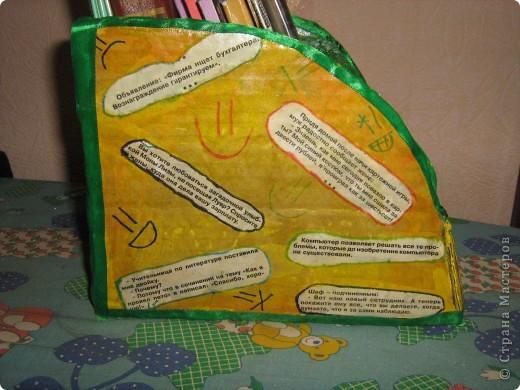 Такую полочку для настольных книг  я сконструировала из толстого картона (от коробки). фото 3