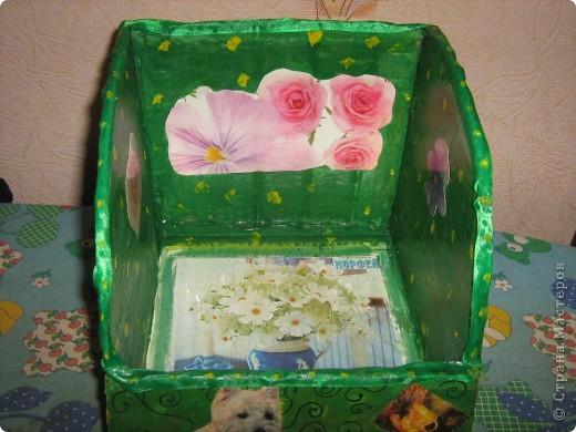 Такую полочку для настольных книг  я сконструировала из толстого картона (от коробки). фото 4