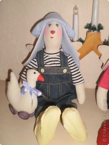 Зайцы рост 40 см. Одежда была уже куплена и пришлось под нее пошить зайцев. фото 3