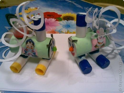 Вот такие паровозики, помимо больших киндеров - много бумаги, тюбики из под клея и вообще всякого добра))) фото 1