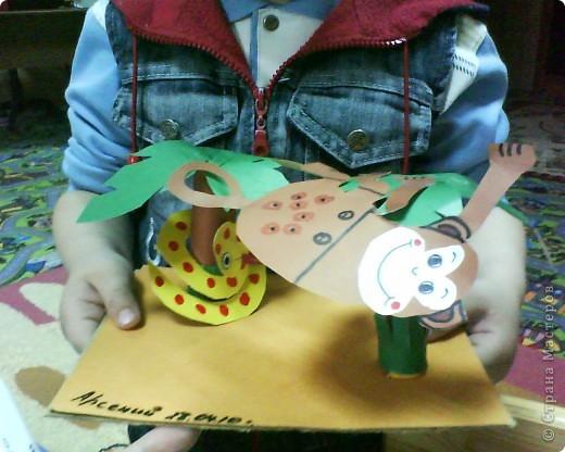 Картонное окно, гофрированные кирпичики, пластилиновый кот, бумажная ваза и цветы, о, да- пластилиновые яички в гнездышке, по-моему оч уютно получилось у ребятни))))) фото 2