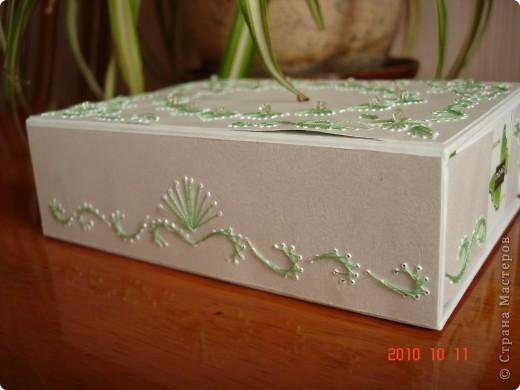 я взяла коробку из под масок. и от декорировала ее с использованием изонити. получилась очень милая вещица. фото 2