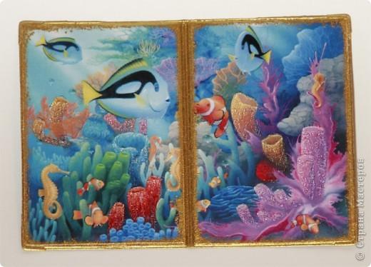 """Второй вариант обложки на тему """"Морские глубины"""", с использованием распечатки работы Дэвида Миллера. фото 1"""
