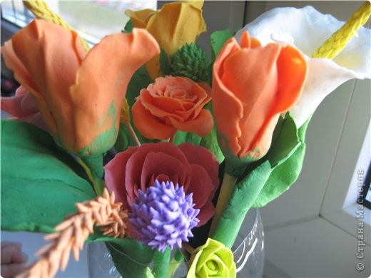 букетик тюльпанов и компания роз фото 3