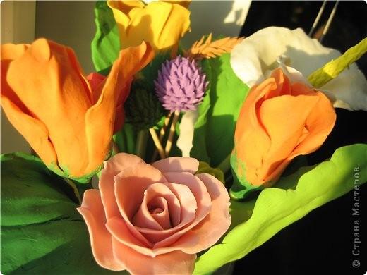 букетик тюльпанов и компания роз фото 4