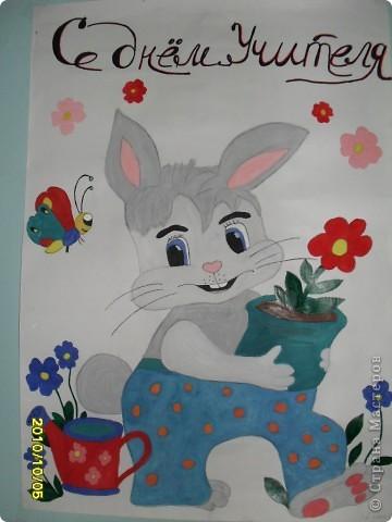 По традиции ученики всех классов рисуют стенгазеты ко Дню учителя. Эта работа от моего 4 - А класса. Рисовала Кашкенова Динара, обучается в художественной школе 4-ый  год. фото 6