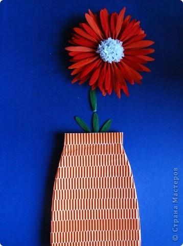 красный цветок из семян ясеня фото 1