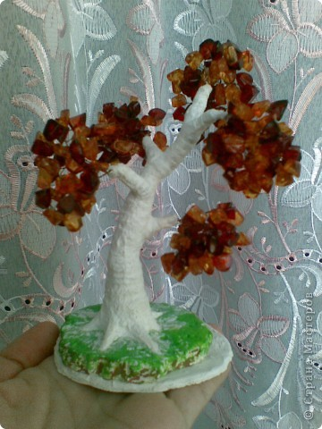 Вот такое янтарное дерево у меня получилось. Делала первый раз, поэтому не знаю все ли я правильно сделала, а может чего-то не хватает? Приму любые замечания и критику. фото 3