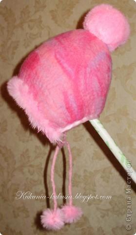 Зимняя шапочка для дочи, выполненная в технике мокрого валяния фото 2