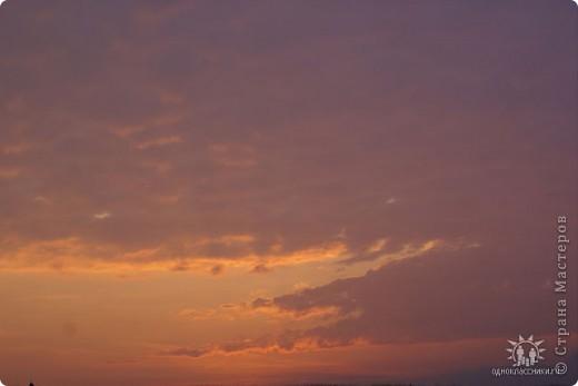 Мыс Тарханкут, полуостров Тарханкут находятся на западе Крыма.  Уникальная природная экосистема и самая экологически чистая акватория Черного моря находятся именно здесь.                                                                    Когда-то полуостров носил название Эски Форос, означающее Старый маяк, и правда на морских картах ХIV века, есть обозначения этого места.  Судя по названию мыса Атлеш (огонь), маяк существовал здесь с древнейших времен. Позднее появилось укрепленное сооружение, дававшее сигналы проходящим судам. Маяк существует и в наше время (башня высотой 42 м была построена из белого инкерманского известняка в 1816 г), нынче это современное строение оборудованное по последнему слову техники. фото 11