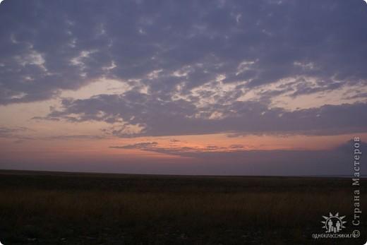 Мыс Тарханкут, полуостров Тарханкут находятся на западе Крыма.  Уникальная природная экосистема и самая экологически чистая акватория Черного моря находятся именно здесь.                                                                    Когда-то полуостров носил название Эски Форос, означающее Старый маяк, и правда на морских картах ХIV века, есть обозначения этого места.  Судя по названию мыса Атлеш (огонь), маяк существовал здесь с древнейших времен. Позднее появилось укрепленное сооружение, дававшее сигналы проходящим судам. Маяк существует и в наше время (башня высотой 42 м была построена из белого инкерманского известняка в 1816 г), нынче это современное строение оборудованное по последнему слову техники. фото 12