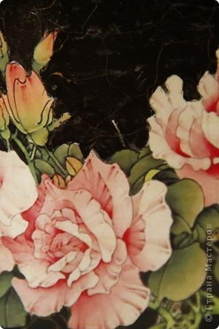 Цветочное пластиковое кашпо, декорировано в технике декупаж, искусственно состаренно, покрыто стекловидным лаком. фото 2