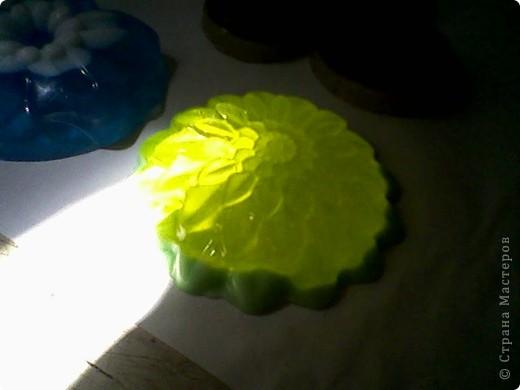 Как только достала основу для мыла, сразу руки зачесались и я начала творить. Вот что из этого получилось. фото 4