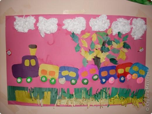 Это была вторая попытка групповой работы с детишками до трех лет.Каждый зделал по вагончику и калесам,облако и траву,а я заранее приготовила листочки. фото 1