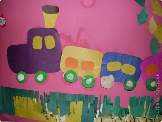 Это была вторая попытка групповой работы с детишками до трех лет.Каждый зделал по вагончику и калесам,облако и траву,а я заранее приготовила листочки. фото 2