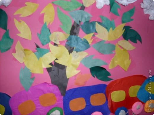 Это была вторая попытка групповой работы с детишками до трех лет.Каждый зделал по вагончику и калесам,облако и траву,а я заранее приготовила листочки. фото 4