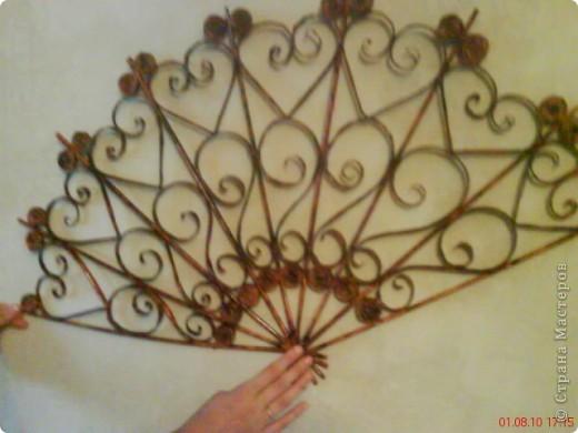 Летом в жаркую погоду, отдыхая на даче захотелось сделать веер,чтобы повесить на стену. фото 2
