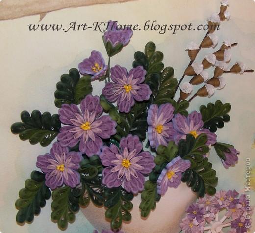 Собственно, это скорее мини МК. Эти цветы делать совсем не сложно и не долго . Нам понадобятся полоски для квиллинга 0,3 см бледно-лилового, лилового и нежно-голубого цветов, клей ПВА, термоклей для сборки цветка. Каждая деталь цветочного лепестка состоит из половины полоски (для больших цветов) или из трети полоски (для маленьких цветов).