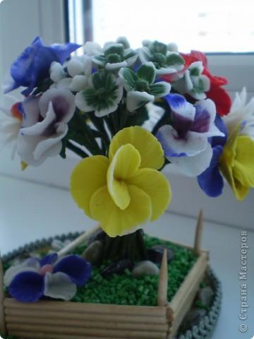 Вот такой букетик в маленьком саду у меня получился. Здесь есть ромашки, какие -то маленькие цветочки и анютины глазки. Цветы анютины глазки я люблю с детства. Все время просила маму их посадить на даче. Вот решила их создать сама. Не знаю насколько реалистичны они получились. фото 4