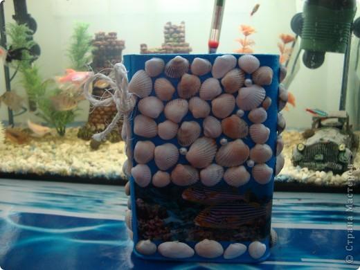 Летом собирала ракушки и вот нашла для них применение.Эта баночка сделана для хранения корма для рыбок ну и других всяких причендалов фото 2