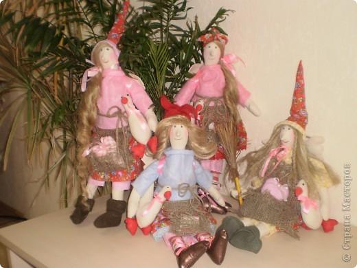 У меня ведьмочки какими то красавицами получаются. Гусь держится на липе.  фото 4
