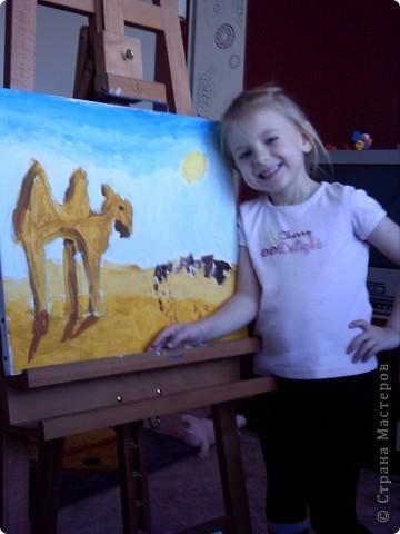 Вот такую картину акрилом нарисовала моя племянница Елизавета.Веблюд идет по пустыне,светит солнце.В далеке виднеются верблюды и следы. фото 5