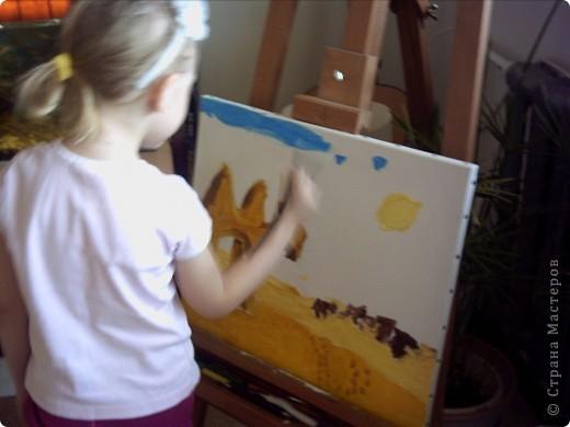 Вот такую картину акрилом нарисовала моя племянница Елизавета.Веблюд идет по пустыне,светит солнце.В далеке виднеются верблюды и следы. фото 2