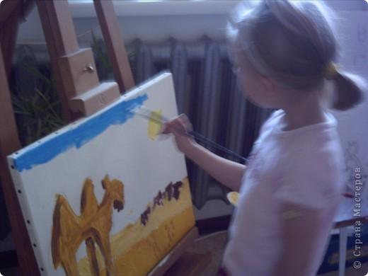 Вот такую картину акрилом нарисовала моя племянница Елизавета.Веблюд идет по пустыне,светит солнце.В далеке виднеются верблюды и следы. фото 3