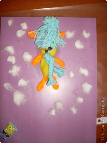 Зайчика делал Женя(ребенок с ограниченными возможностями)Кактал колбаски клеил шапку и снег. фото 1
