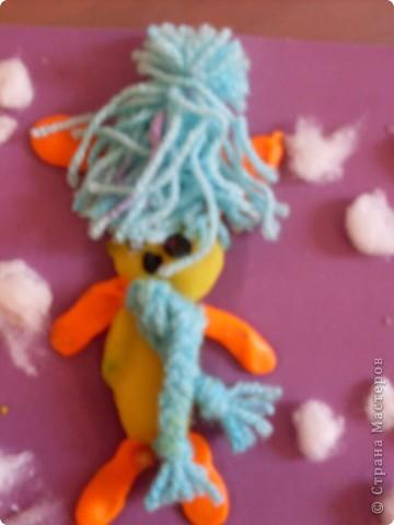 Зайчика делал Женя(ребенок с ограниченными возможностями)Кактал колбаски клеил шапку и снег. фото 2
