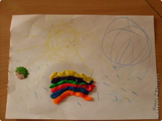 Мой милый друг Женя-3 года(ребенок с ограниченными возможностями),сотворил такую прекрассую радугу под солнцем и тучкой,посреди дождя.)))) фото 2