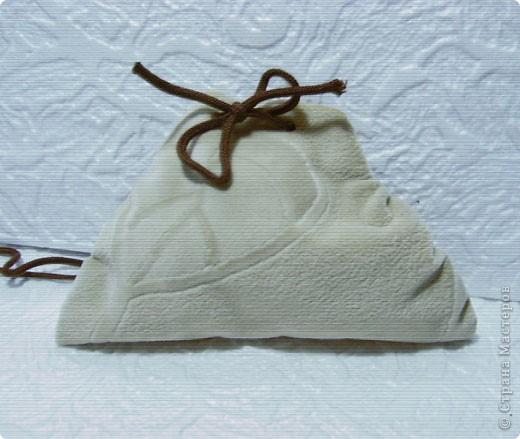 Эти простые и незатейливые сумочки из обрезков  мебельного флока выполняются очень быстро. фото 8