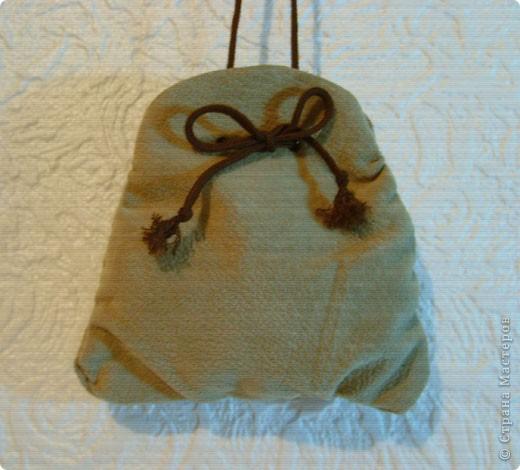 Эти простые и незатейливые сумочки из обрезков  мебельного флока выполняются очень быстро. фото 13