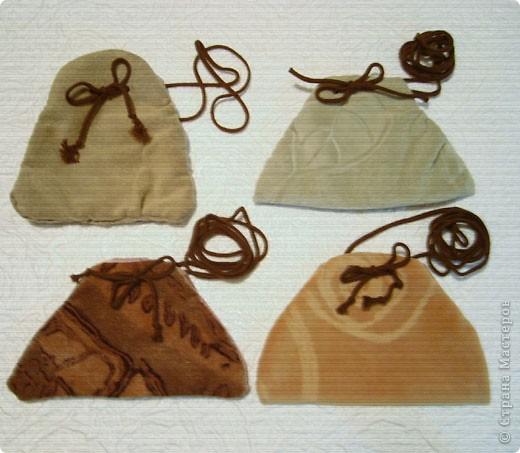 Эти простые и незатейливые сумочки из обрезков  мебельного флока выполняются очень быстро. фото 14