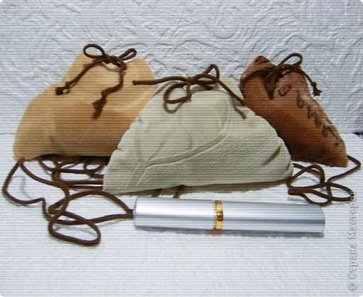 Эти простые и незатейливые сумочки из обрезков  мебельного флока выполняются очень быстро. фото 1
