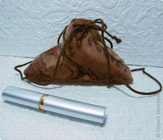 Эти простые и незатейливые сумочки из обрезков  мебельного флока выполняются очень быстро. фото 2